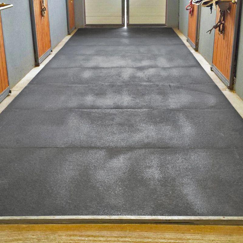 Pavimentazione tecnica in gomma per scuderie e stalle – Horsecarpet  Pontarolo Engineering